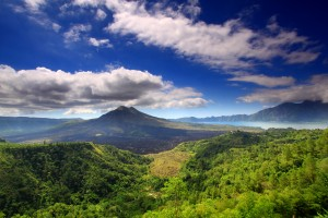 Mount_batur_and_lake