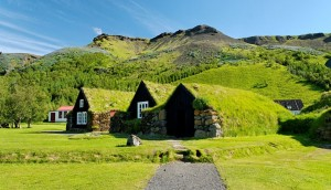 green_roofs-icelandic-turf-house-icelandic-turf-house-turf-house-hobbit-the-lords-of-the-rings-rumah-rumput-rumah-rumput-rumah-islandia-islandia-1080x620